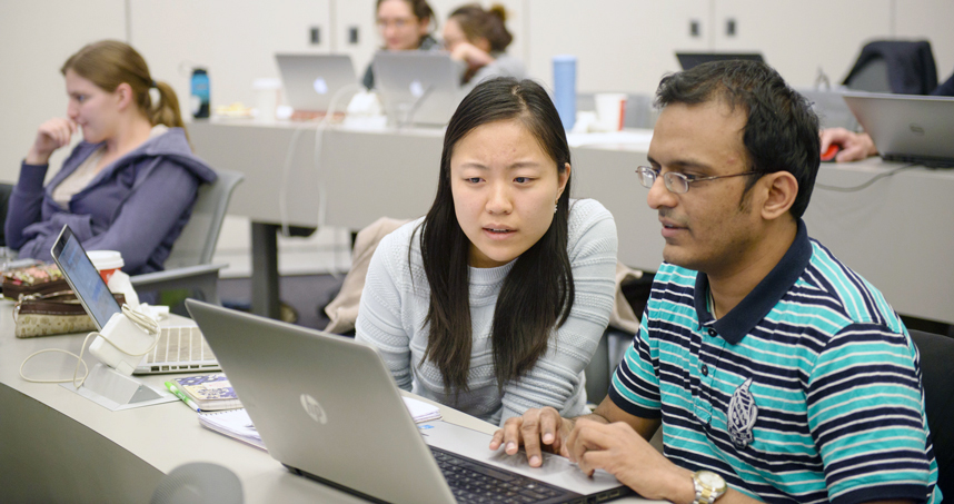 MSiA students Mengshan Jin and Balamurali Natarajan analyze flight delay data during the Christmas holiday.